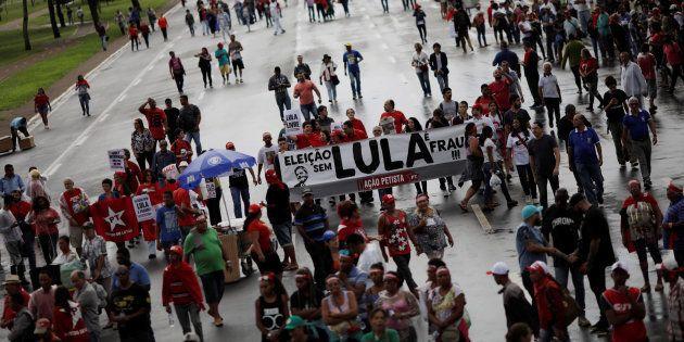 Apoiadores do ex-presidente Lula pressionam STF para evitar prisão do pré-candidato do PT ao Palácio...
