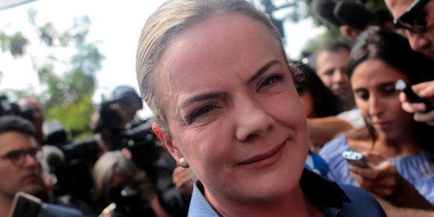 Presidente do PT, Gleisi Hoffman critica ministros do STF e chama prisão de Lula de perseguição