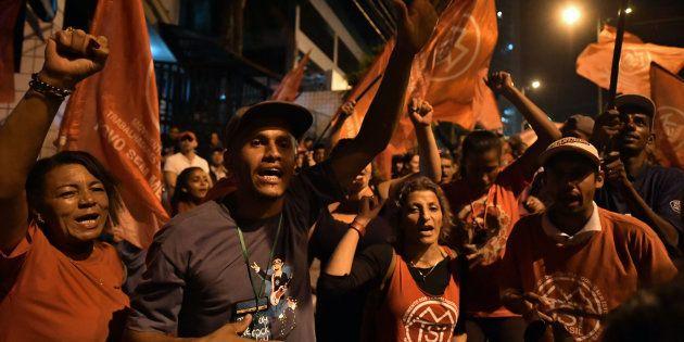 Diante da iminente prisão de Lula, PT convoca militância a formar cordão humano para apoiar
