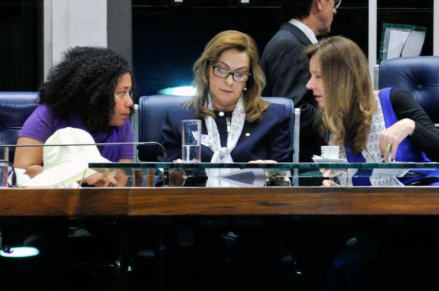 Da esq. para dir: Carmen Foro, vice-presidente da CUT, Dâmina Pereira (PMN-MG), coordenadora-geral da...