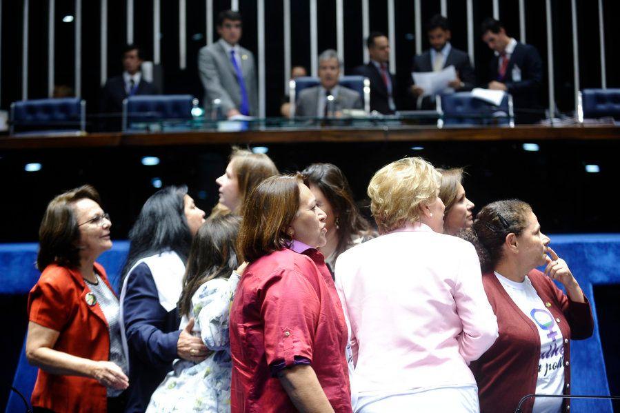 Mulheres ocupam apenas 10% das cadeiras na Câmara dos Deputados. Brasil está na lanterna da representatividade...