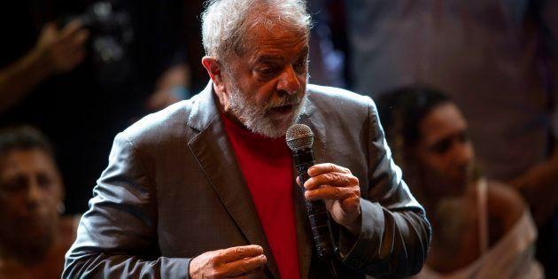Lula não deu a entender em momento algum que vá tentar deixar o País para evitar a prisão. Agora, mesmo...