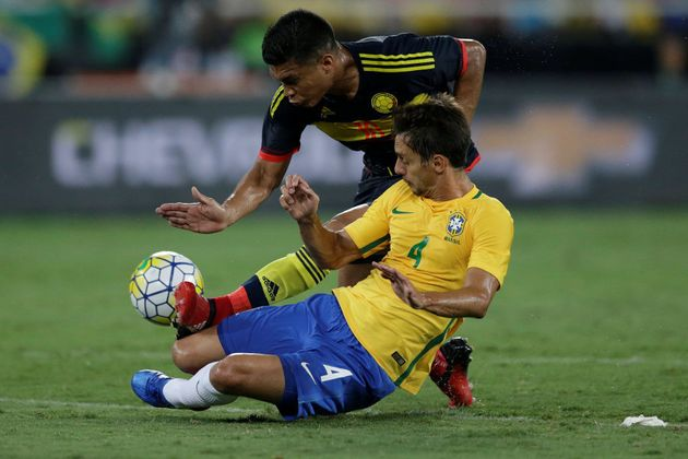 São-paulino Rodrigo Caio não vive boa fase no clube, mas é favorito para fechar o quarteto de zagueiros...