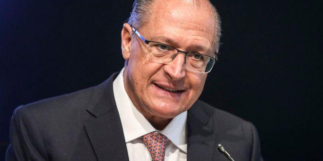 Presidente do PSDB, Geraldo Alckmin tenta se descolar de Aécio Neves e diz