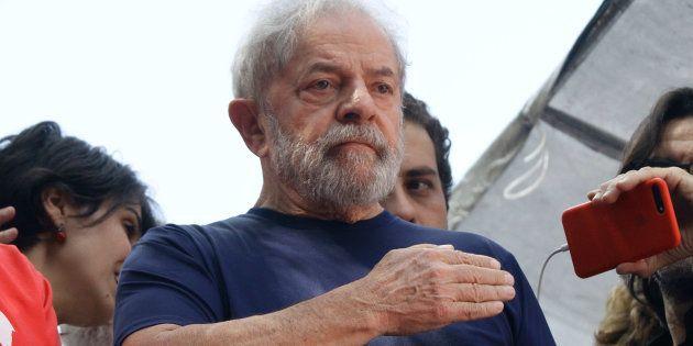 Ex-presidente Lula foi condenado a 12 anos e 1 mês de prisão no caso do