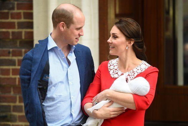 Kate Middleton e o Princípe William com o 3º herdeiro