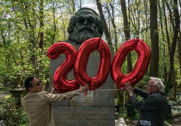 Marx nasceu em 5 de maio de 1818, em Tréveris, na Alemanha, e morreu em 14 de março de 1883, em Londres,...