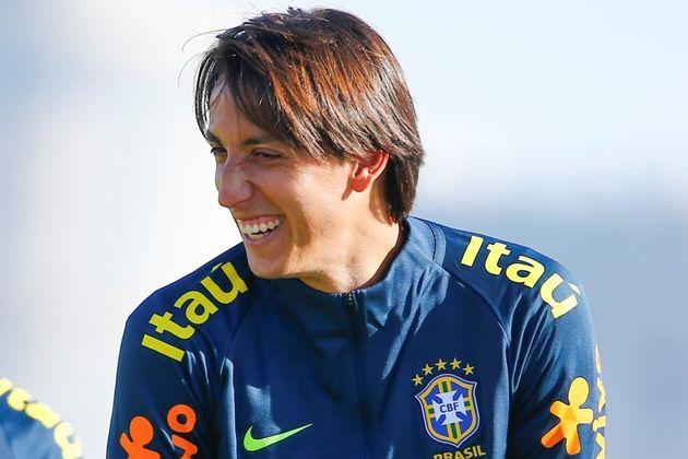 Pedro Geromel, do Grêmio, é o favorito contra Gil e Rodrigo Caio para fechar o quarteto de zagueiros...