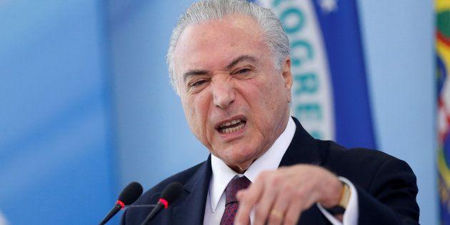 Impopularidade do governo e denúcias de corrupção levam emedebistas a pressionar Michel Temer a desistir...