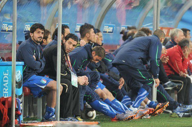 Derrota para a Eslováquia deixou a Itália, de Gennaro Gattuso (à esquerda) fora do Mundial já na primeira...