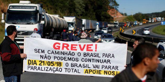 Caminhoneiros avisaram ao governo em 16 de maio que poderiam parar. Sem resposta, iniciam a greve na...