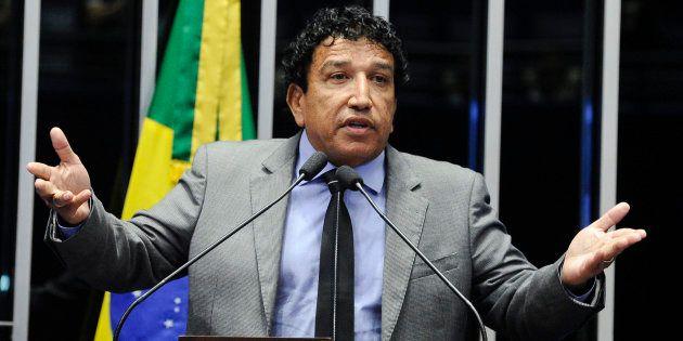 Senador Magno Malta (PR-ES) ainda não se convenceu a ser vice do deputado Jair Bolsonaro (PSL-RJ) na...