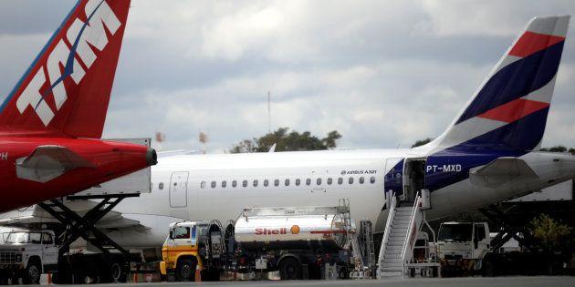 Aeroporto de Brasília sofre com falta de combustível e não há previsão para regularizar situação. 11...