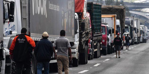 Greve dos caminhoeiros chega ao 8º dia e governo pressiona Congresso para aprovar soluções para acabar...