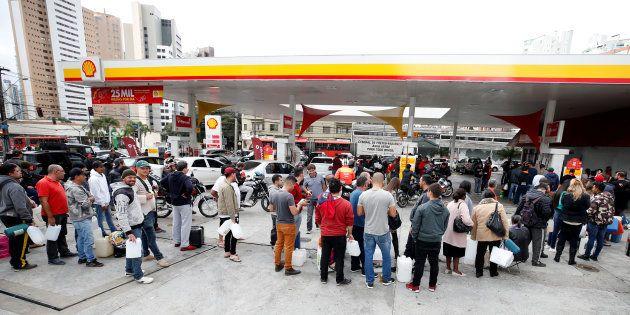 Parte doscaminhoneirosque ainda está em greve quer o diesel abaixo de R$ 3 e a gasolina, de R$