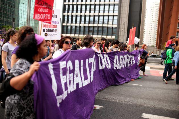 Enquanto ativistas defem descriminalização da interrupção da gravidez, presidente da Frente Parlamentar...