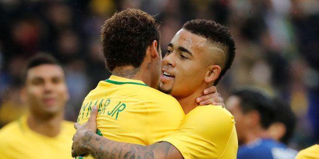 Neymar (de costas) e Gabriel Jesus são dois dos principais candidatos ao posto de artilheiro máximo da...