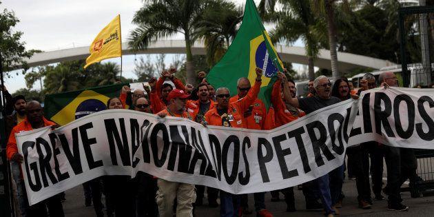 Apesar da decisão do TSE contrária à greve, Petroleiros mantém a paralisação por 72