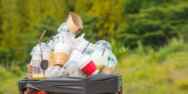 Todo os anos,8 milhõesde toneladas de lixo plástico vão parar nos oceanos.