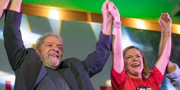 Lula e Gleisi Hoffmann celebram o 38º aniversário do PT em fevereiro deste