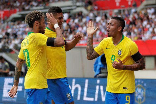 Neymar (à esquerda) e Gabriel Jesus (9): dois vértices de um quadrado que tem empolgado o torcedor
