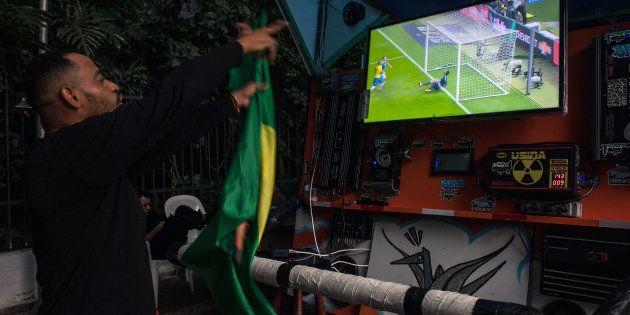 Apenas 3 emissoras de TV - uma aberta - transmitirão os jogos da Copa do Mundo para o