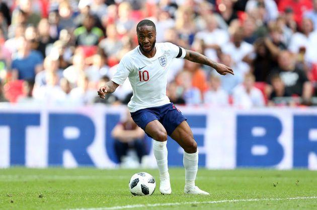Sterling, da Inglaterra, não é tão badalado quanto Messi ou Neymar, mas tem talento e é aposta da seleção...