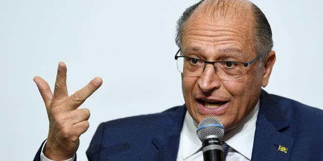Presidenciável pelo Podemo, Álvaro Dias acredita que Geraldo Alckmin (PSDB) será o único além dele na...