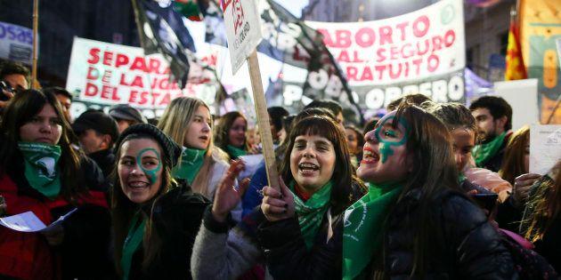 A decisão histórica, caso seja aprovada no Senado, permitirá o aborto em qualquer circunstância até a...