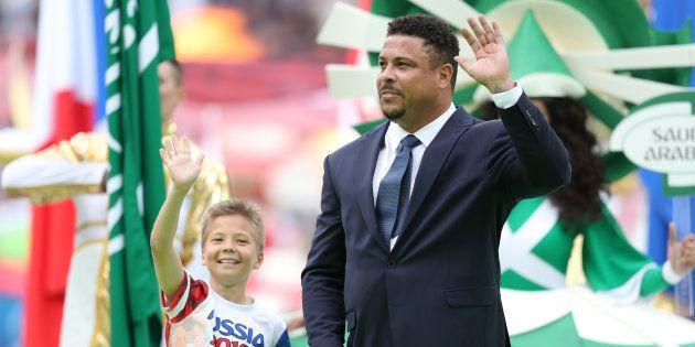 Ronaldo Fenômeno e um garoto russo foram destaque da abertura da