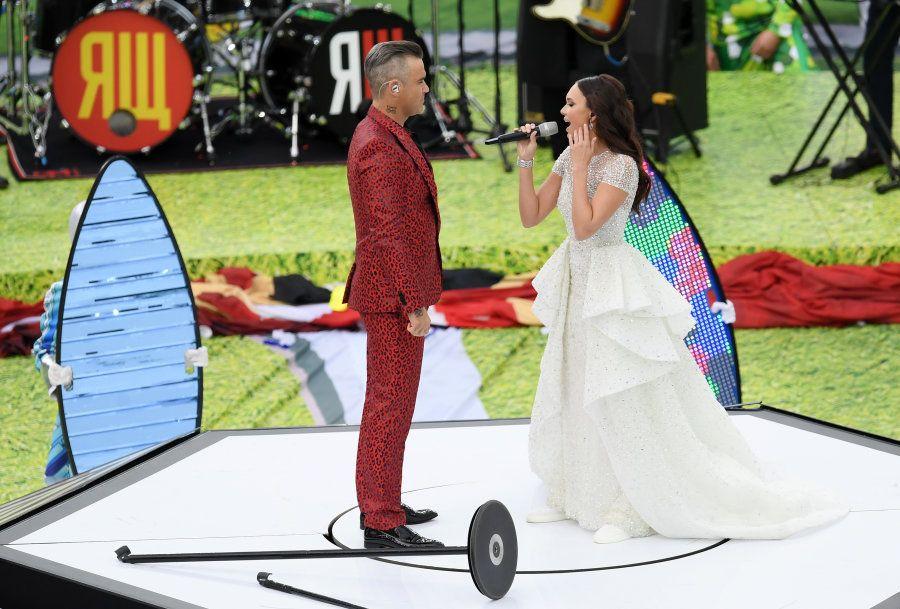Robbie Williams e Aida Garifullina emocionaram todos que compareceram à Cerimônia de Abertura da
