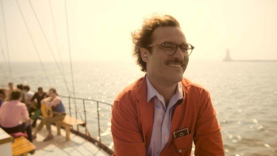 """No filme """"Her"""", Theodore se apaixona por Samantha, um sistema operacional de computador."""
