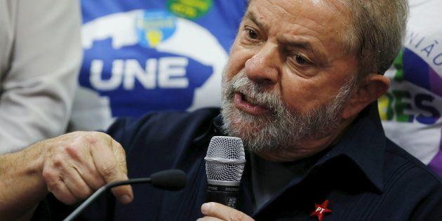 Lula dá entrevista após ser conduzido coercitivamente a prestar depoimento, em março de