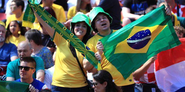 Torcida brasileira está ansiosa para estreia da equipe contra a Suíça, no domingo