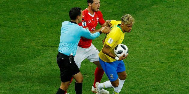 Árbitro mexicano foi personagem negativo da estreia da Seleção Brasileira na Copa da