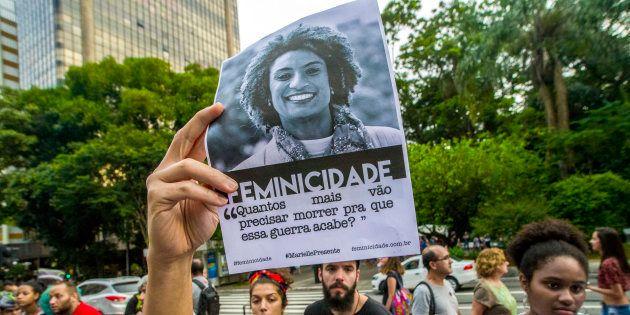 Negra e nascida na Favela da Maré, o histórico e os projetos de Marielle são em torno de políticas públicas...