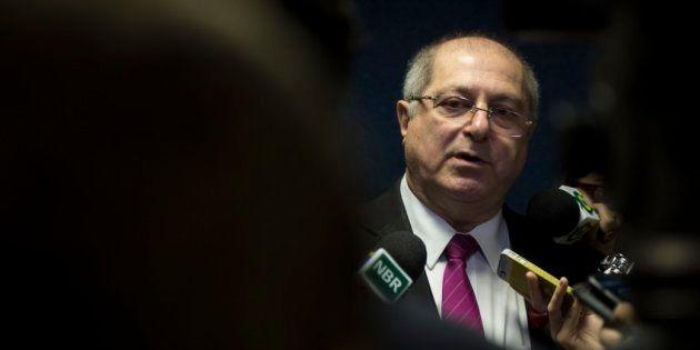 Marido de Gleisi Hoffmann e ministro do Planejamento em 2010, Paulo Bernardo é acusado de intermediar...