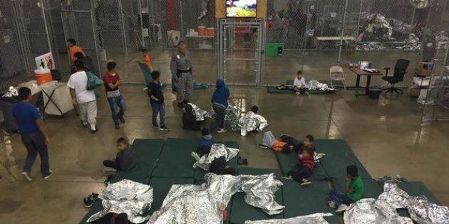 Crianças imigrantes são separadas dos pais em fronteiras dos