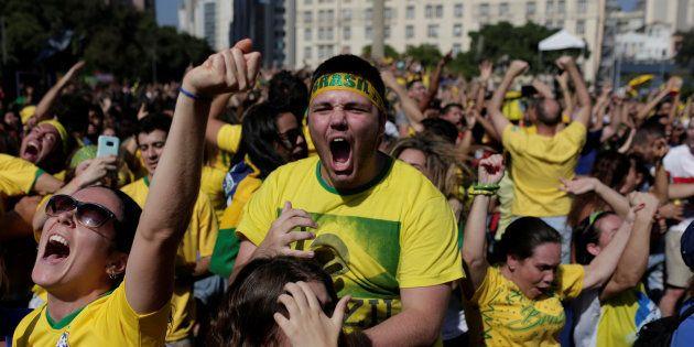 No Rio, torcedores vão à loucura com gols do Brasil nos acréscimos contra a Costa