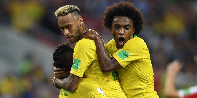 8a73d38af4590 Seleção Brasileira venceu a Sérvia por 2 a 0 e garantiu primeira colocação  do Grupo E