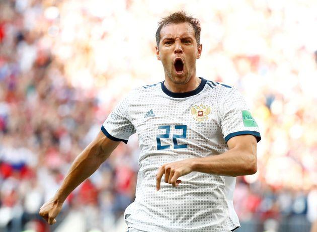 Artem Dzyuba marcou dois três gols na Copa até agora, o mais importante no duelo contra a Espanha, que...