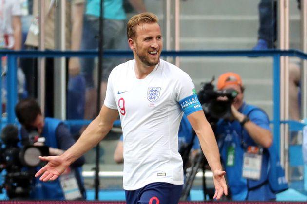 Harry Kane repete com a camisa da seleção inglesa o ótimo desempenho que apresenta no Tottenham nesta...