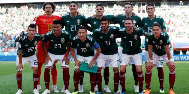 Time do México faz foto antes da partida com a