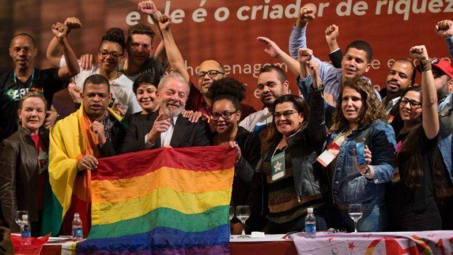 Lula participa da criação da Secretaria Nacional LGBT do PT, em