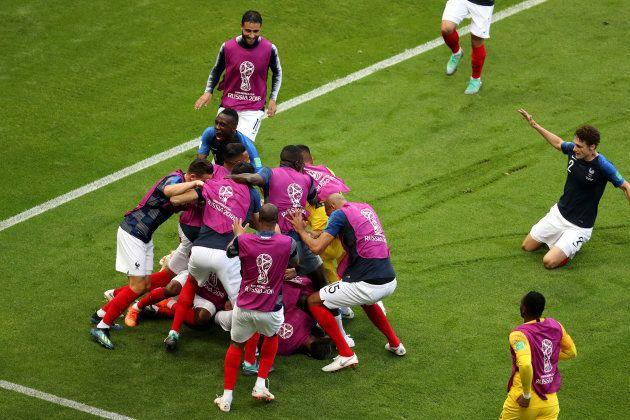 Franceses comemoram vitória sobre a Argentina e classificação às quartas de