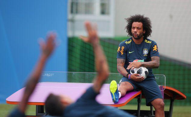 Marcelo trabalhou com o grupo neste domingo, mas não irá a campo contra o