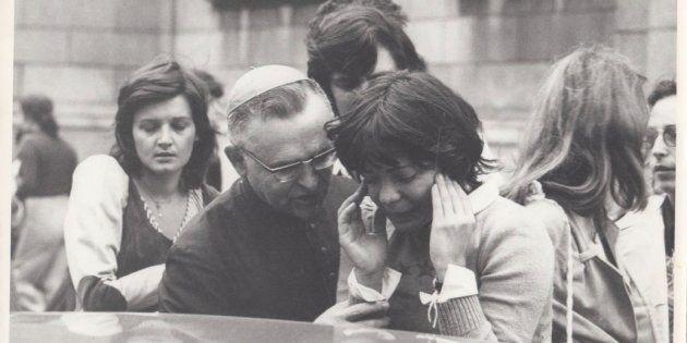 Uma semana após o assassinato,mais de 8 mil pessoas participaram de um culto ecumênico na Catedral da...