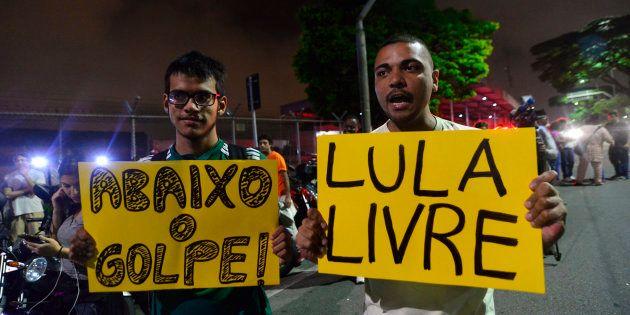 Condenado por corrupção e lavagem de dinheiro em 2ª instância, Lula está preso desde 7 de abril e pode...