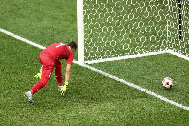 Muslera falha, a bola entra e a França assegura classificação com gol de