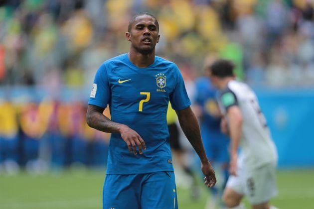Ótima Copa do Mundo de Douglas Costa, que só não virou titular após a vitória sobre a Costa Rica por...